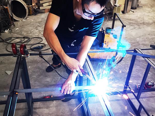 久盛鑫:产品骨架焊接