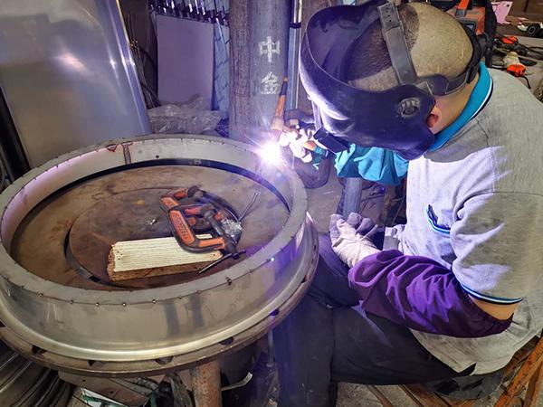 久盛鑫:产品焊接