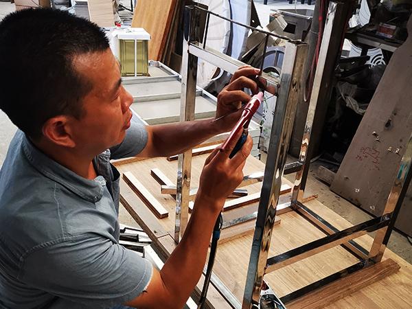 久盛鑫:产品框架焊接